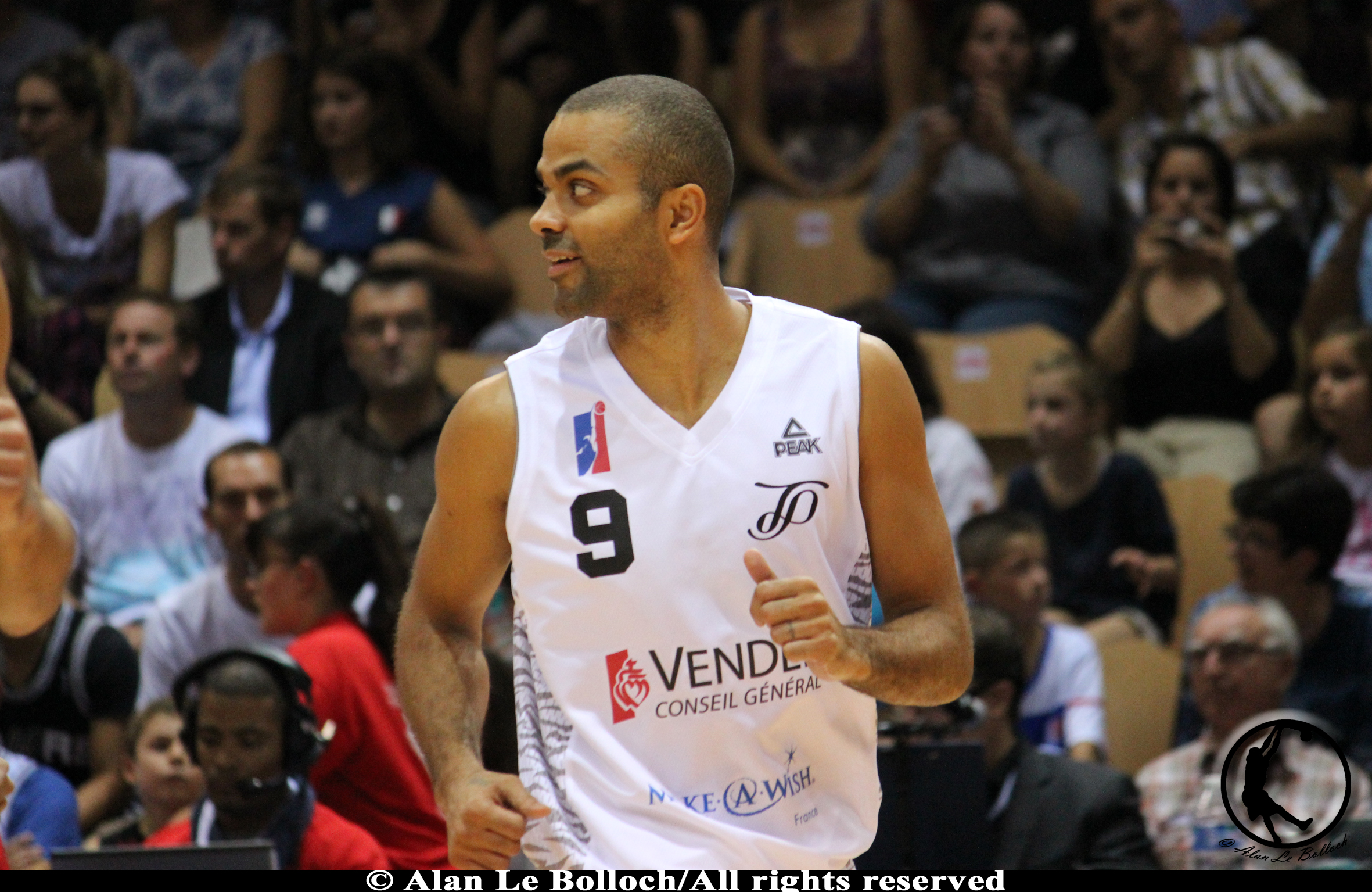 tony parker, passionné de football